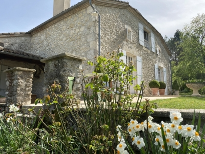 Substantial restored farmhouse with guest cottage, swimming pool and large garden