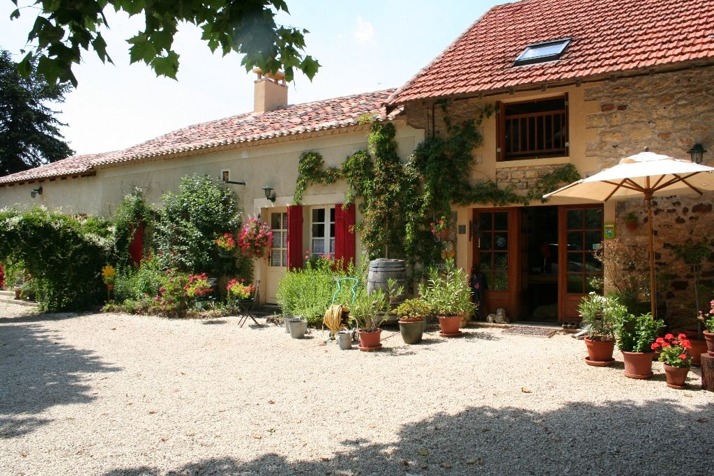 Chambres d'hotes with 2 gites, camping, swimming pool and 6.5ha