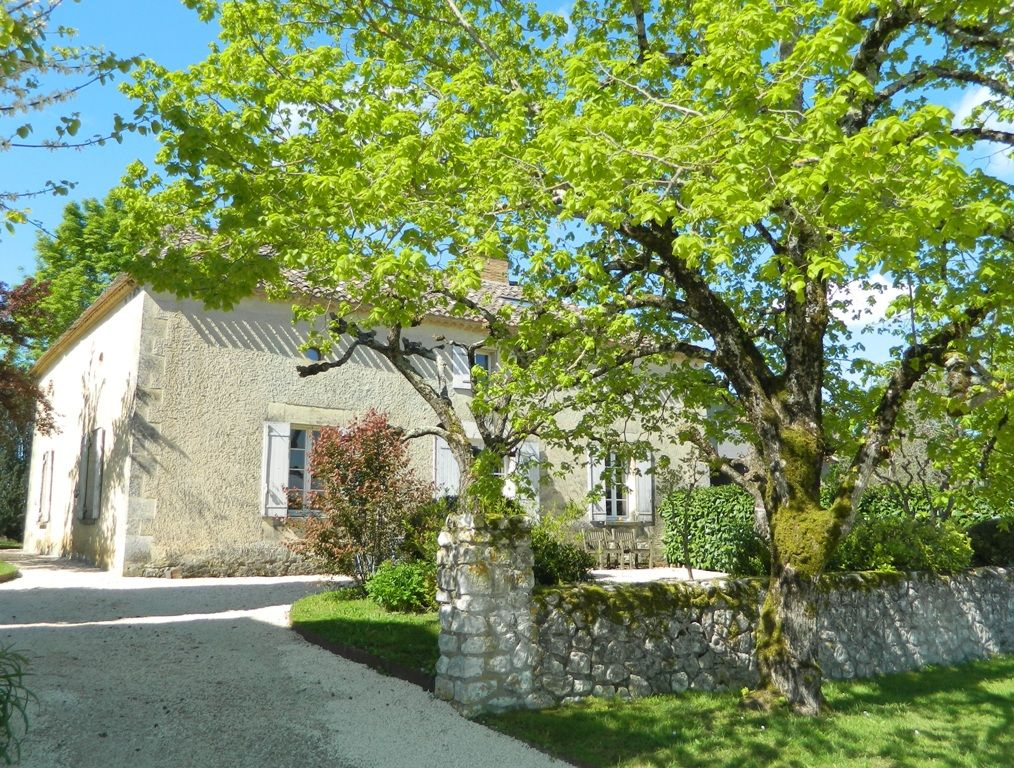 Exceptional maison de maitre with guest cottage, swimming pool and 5ha