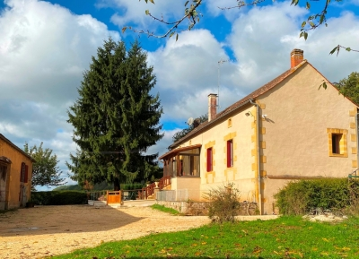 Restored farmhouse with integral and separate guest apartments, outbuildings and 6ha