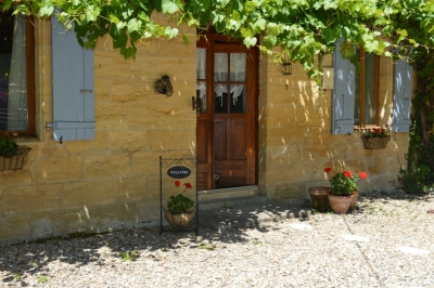 Restored perigourdine farmhouse with 2 gites, swimming pool and large garden
