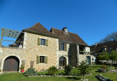 Attractive perigourdine farmhouse with 4 gîtes, swimming pool and 8ha