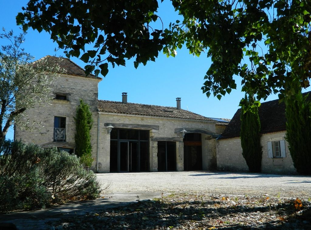 Restored manoir with guest cottage, studio, swimming pool and 12ha