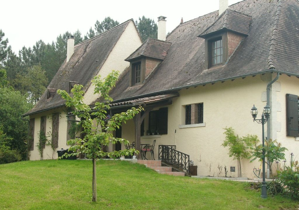 Attractive périgourdine style house with swimming pool