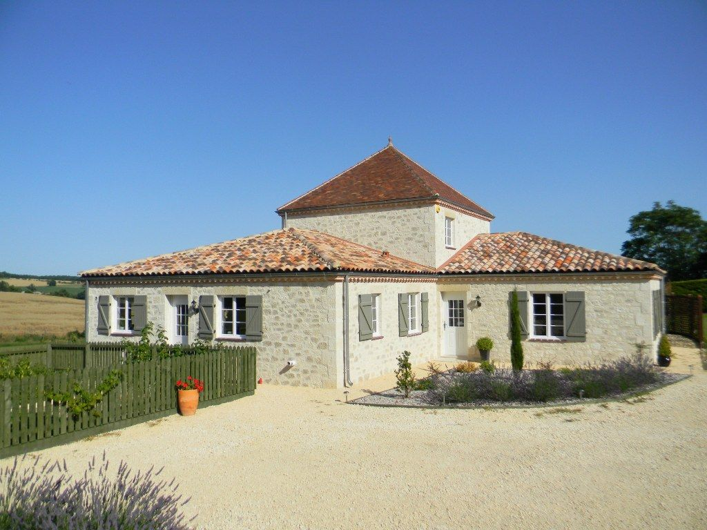 Exceptional country house with swimming pool and 1.6ha
