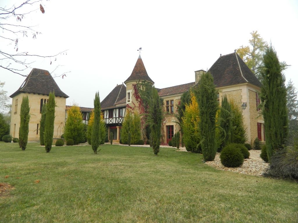 Restored 18th century chateau with equestrian facilities and 7.5ha