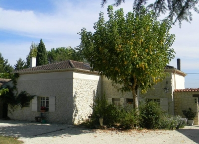 Restored farmhouse with guest cottage, swimming pool and large garden