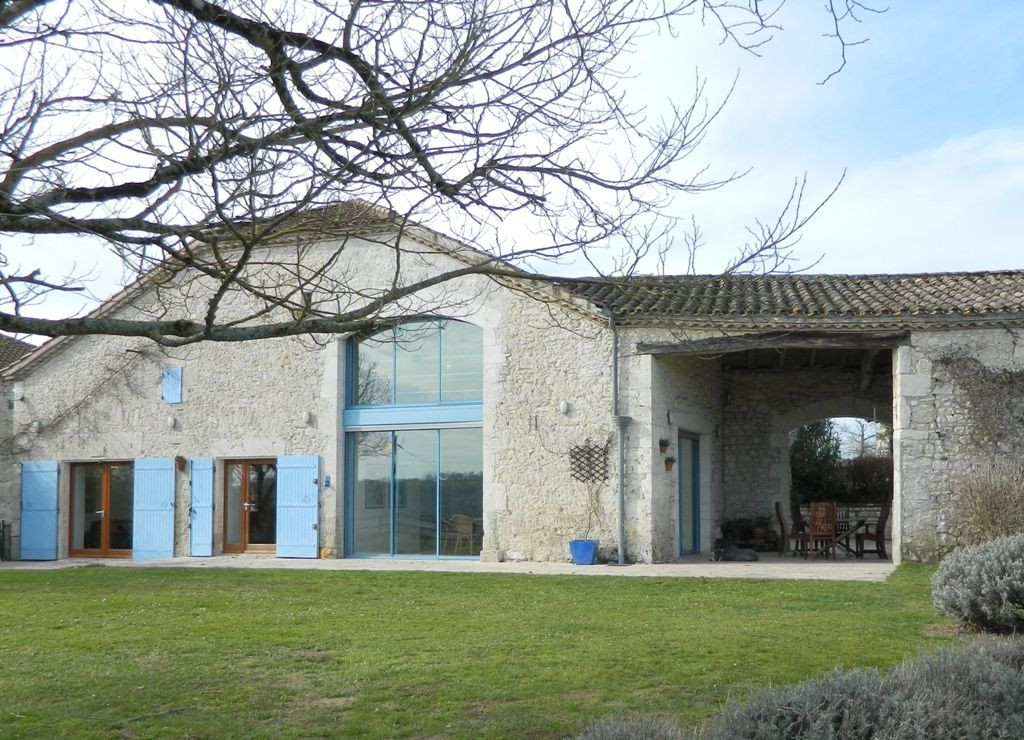 Exceptional converted barn with guest cottage, swimming pool and 2.9ha
