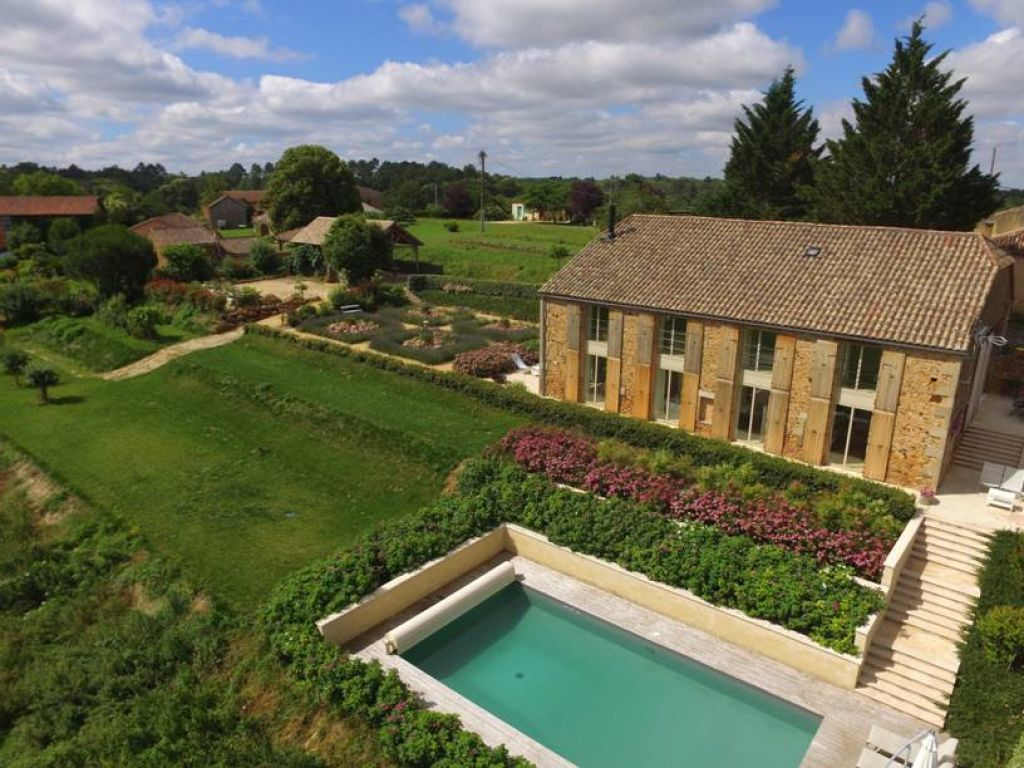 Exceptional country house with independent guest wing and pool