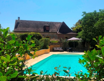 Superbly restored périgourdine farmhouse with swimming pool and 1.5ha