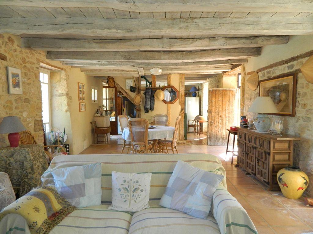 Beautiful périgourdine farmhouse with cottage, swimming pool and 3.8ha