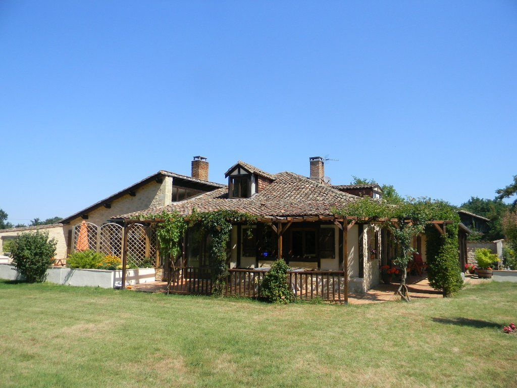Restored farmhouse with two gites and swimming pool