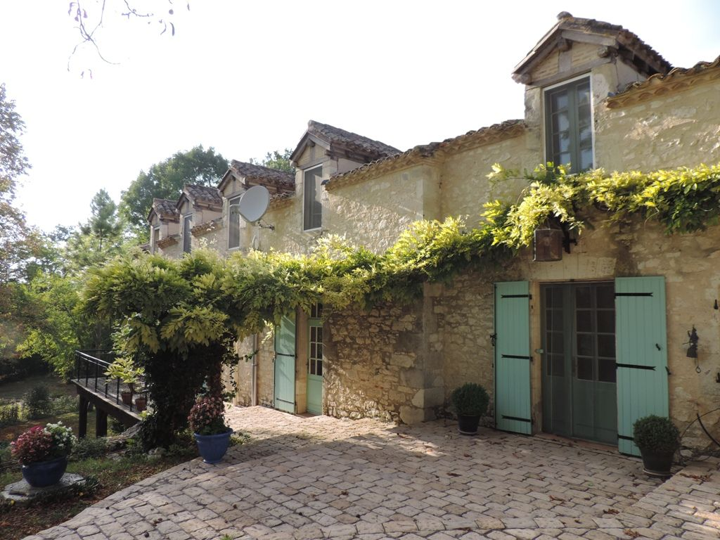 Restored farmhouse with maison d'amis and swimming pool