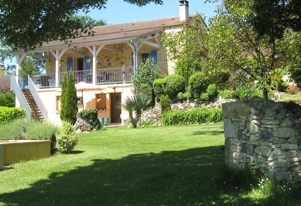 Restored farmhouse with swimming pool and 2.3ha