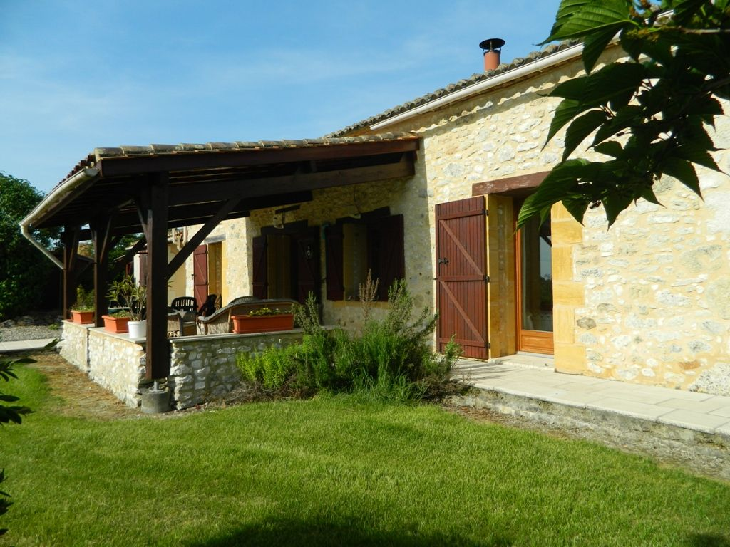 Attractive 3 bedroom barn conversion with swimming pool and 7ha
