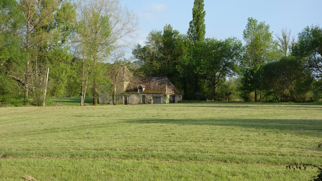 Superb 18th century périgourdine mill for restoration with 2.7ha