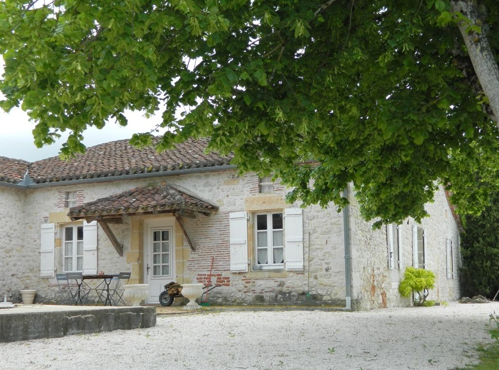 Restored 18th century farmhouse with gites, 2 swimming pools and 18ha
