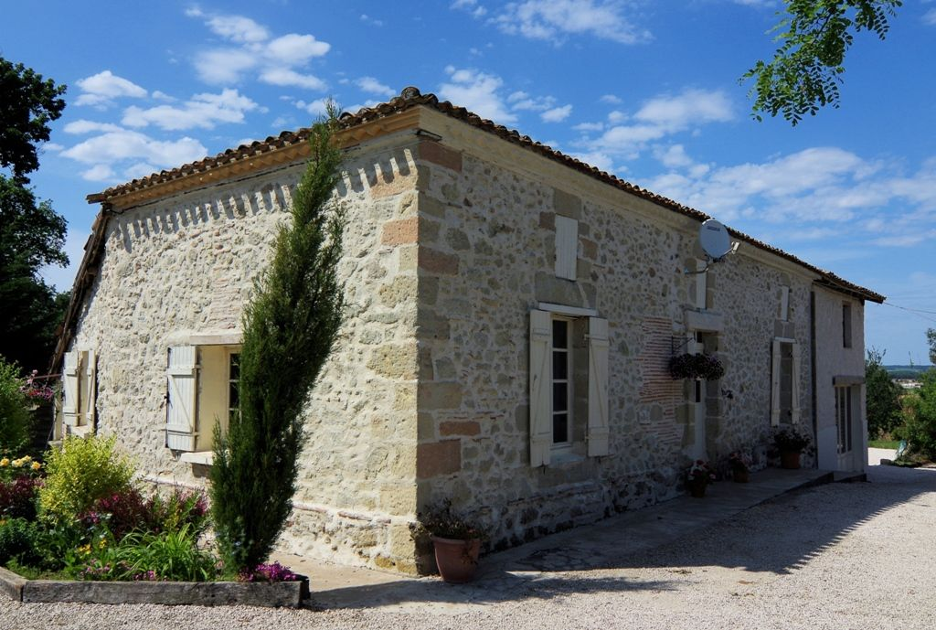 Restored farmhouse with substantial converted barn and swimming pool