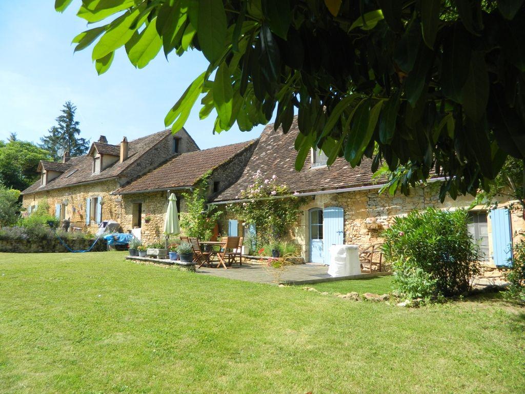 Restored périgourdine farmhouse with gite and swimming pool