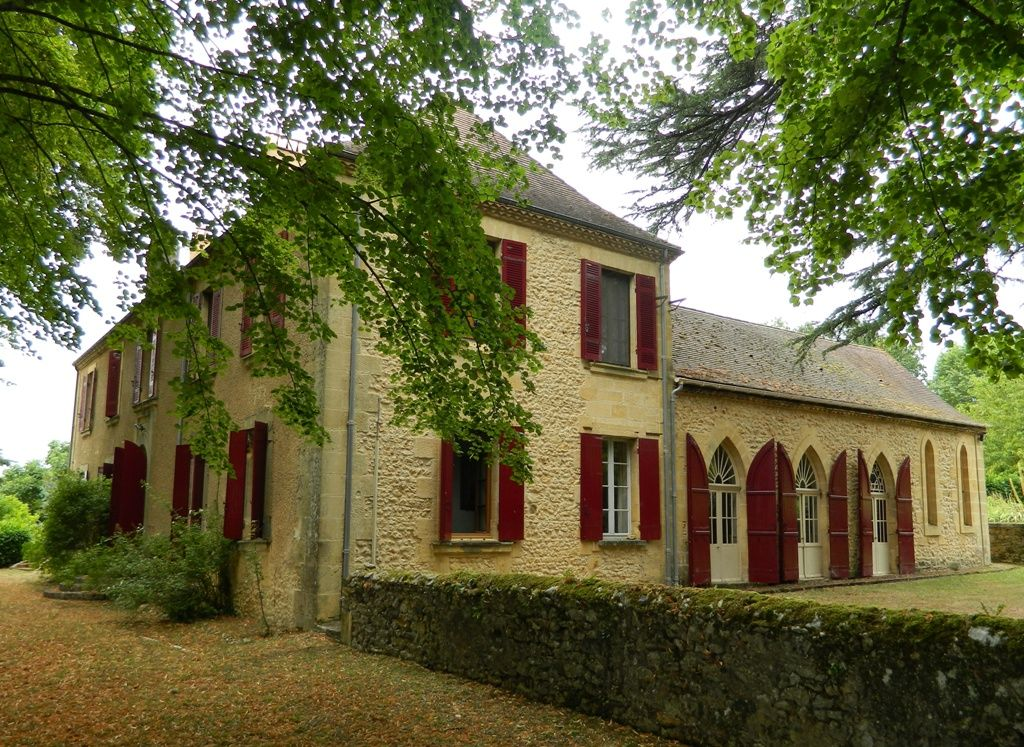 Substantial late 19th century manoir with chapel and large garden
