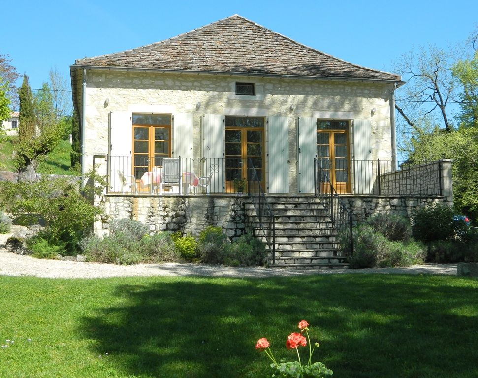 Sympathetically restored maison de maitre with garden