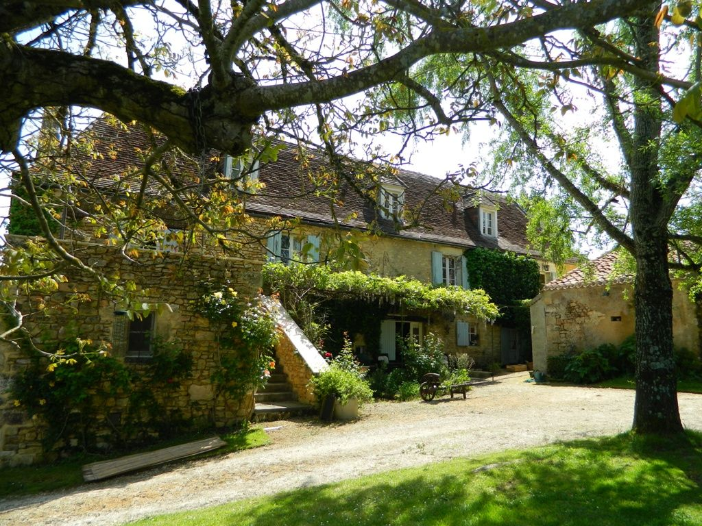 Beautiful 17th century farmhouse with outbuildings, pool and 5ha