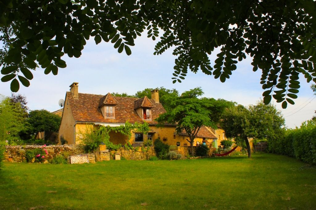 Attractive périgourdine house with guest annexe, barn and swimming pool
