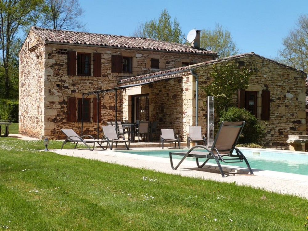 Restored farmhouse with guest cottage, 2 swimming pools and 1ha