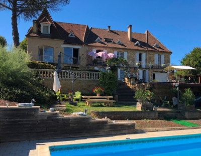 Substantial country house with swimming pool, studio and 2.5ha