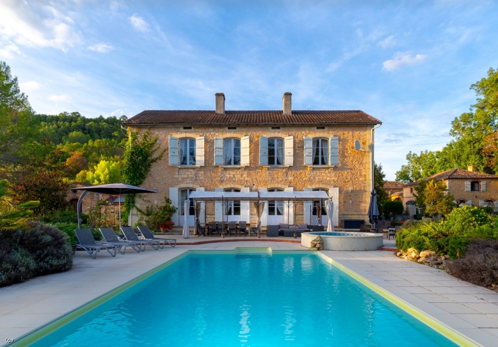 Attractive 6 bedroom manoir with additional letting accommodation, 2 swimming pools and 5.8ha