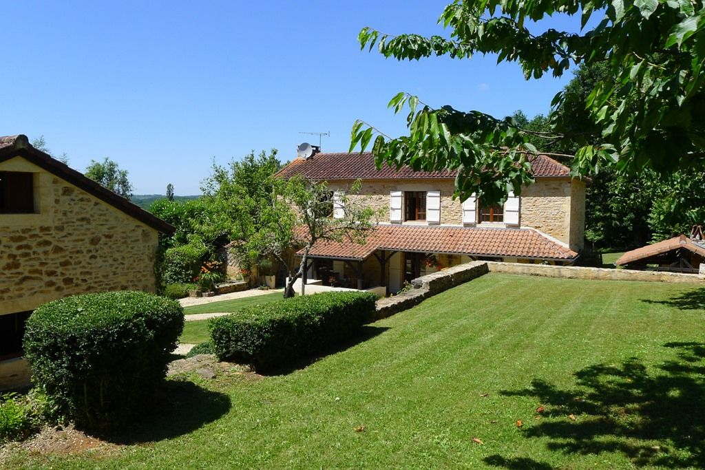 Superbly restored country house with guest cottage and 6ha