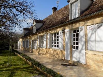 Restored périgourdine farmhouse with swimming pool and 13ha