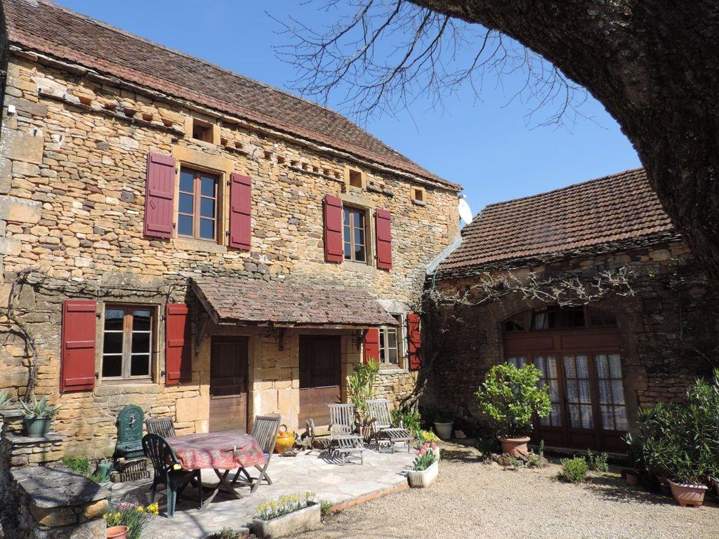 Attractive perigourdine farmhouse with 2 gites and swimming pool