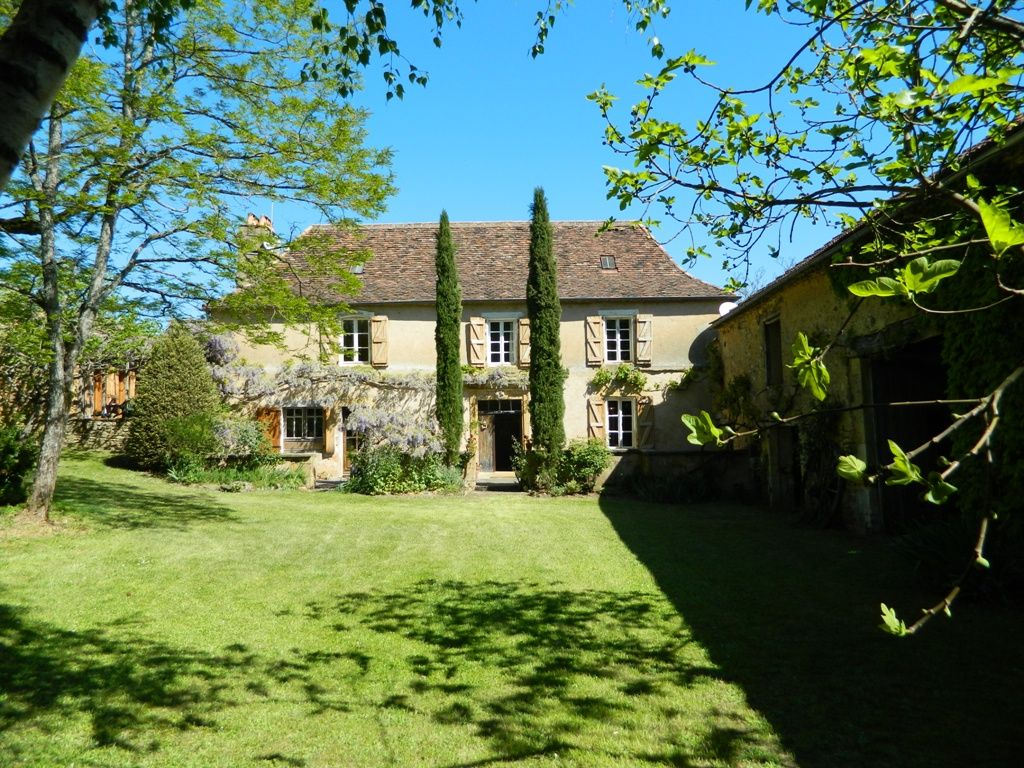 Beautiful périgourdine farmhouse with cottage, swimming pool and 3.8ha