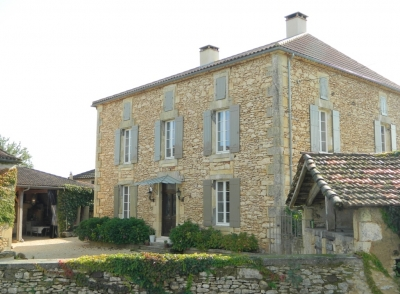 Substantial maison de maitre with guest cottage, traditional outbuildings, swimming pool and 3.3ha