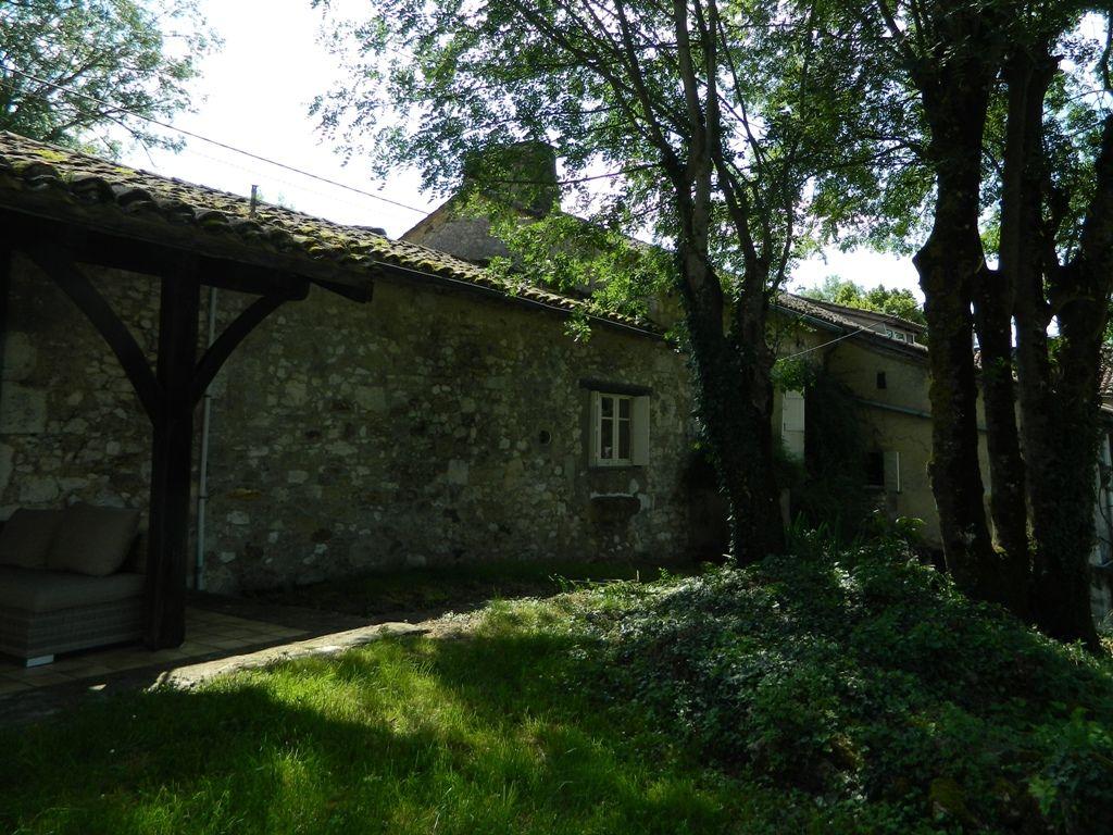 Belle maison de village avec une piscine et un jardin la porte property agence immobiliere - Une maison un jardin berthenay versailles ...