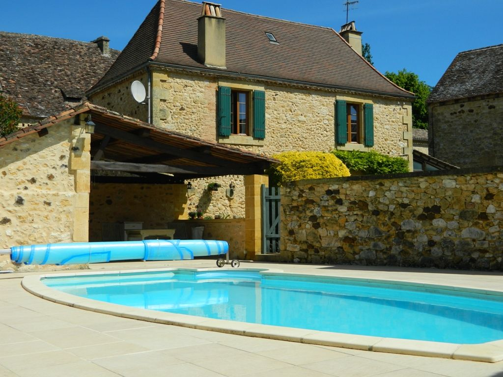 Attractive 18th century village house with guest cottage and pool