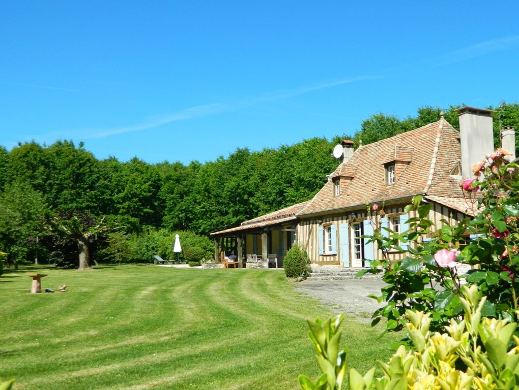 Superbly restored 18th century farmhouse with guest cottage and 16ha