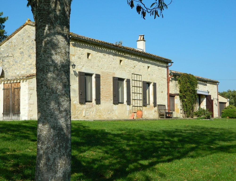 Superbly located farmhouse with swimming pool and large garden