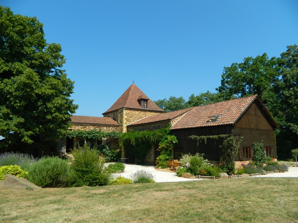 Restored farmhouse with guest cottage and swimming pool