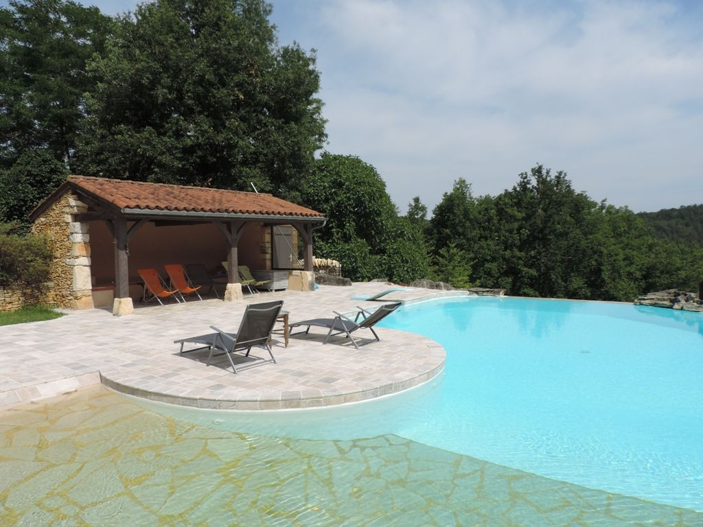 Successful chambres d'hotes with swimming pool and 5ha