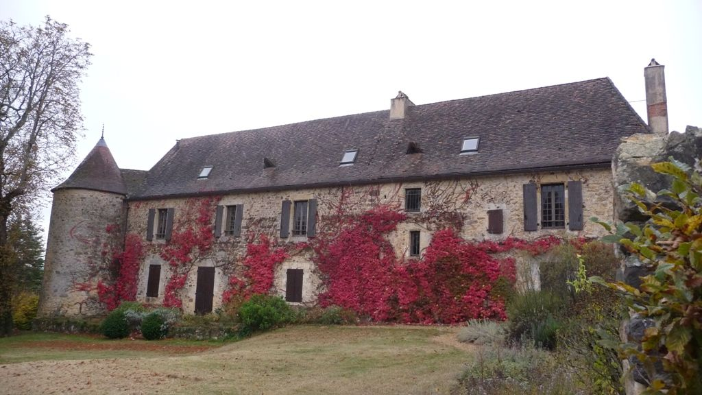 14th century manoir with guest cottage and 3.6ha
