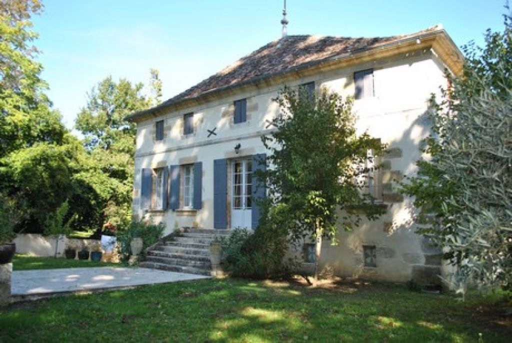 19th century chateau with 14 hectares