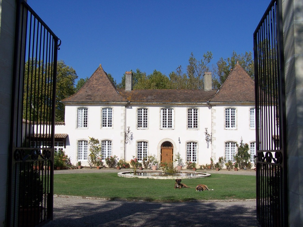 Attractive 18th century chateau with 12ha